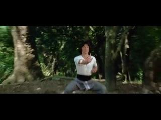 Пьяный мастер Джеки Чан с порваными штанами :-)